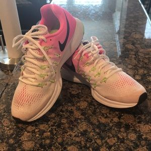 Nike Pegasus Zoom 33   Size 10.  Great condition!